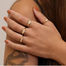 14K Yellow Gold Ring - Shimmering Oval Seal