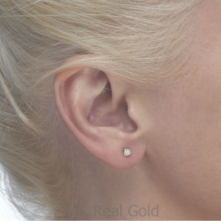 Gold Stud Earrings -  Sparkling Circle - Delicate